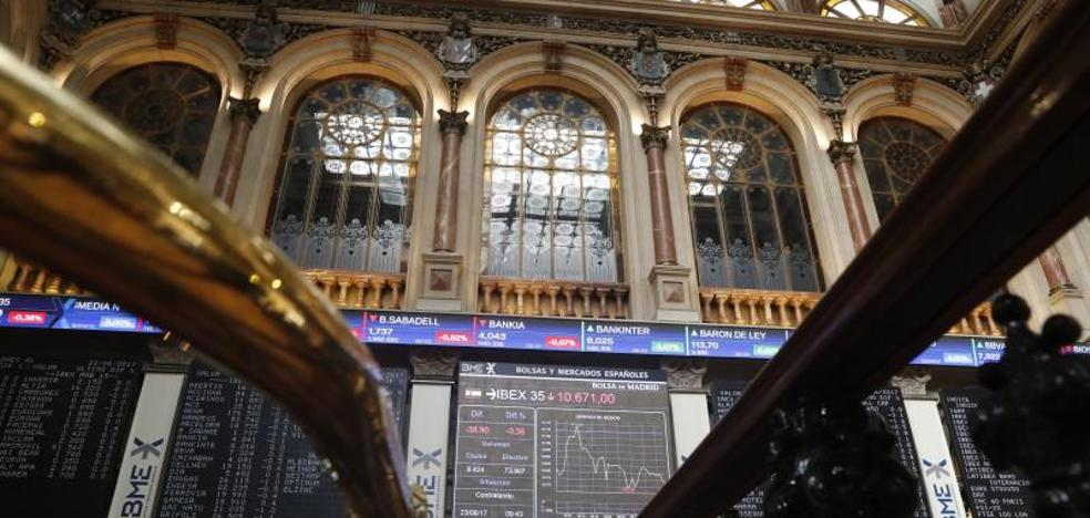 El Ibex gana casi un 2%, pese a Puigdemont