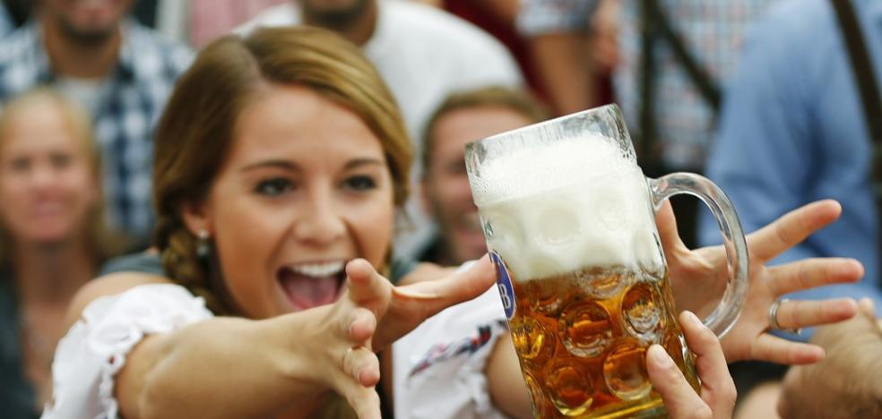 El sorprendente beneficio de tomarte una cerveza al salir del 'curro'