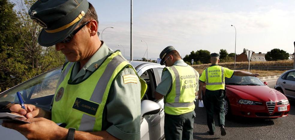 Conduce 20 km en sentido contrario en Huelva triplicando la tasa de alcohol