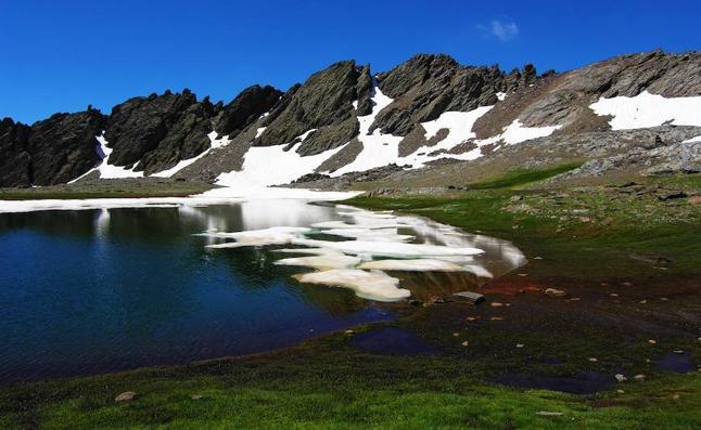 El cambio climático y el polvo del Sáhara afectan a las lagunas altas de Sierra Nevada