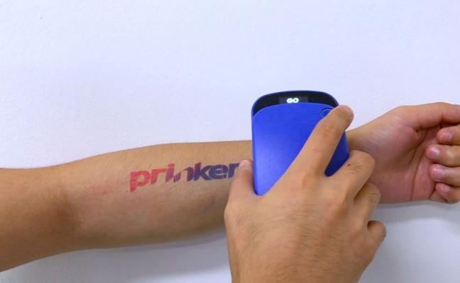 Crean una impresora que realiza tatuajes en la piel en tres segundos