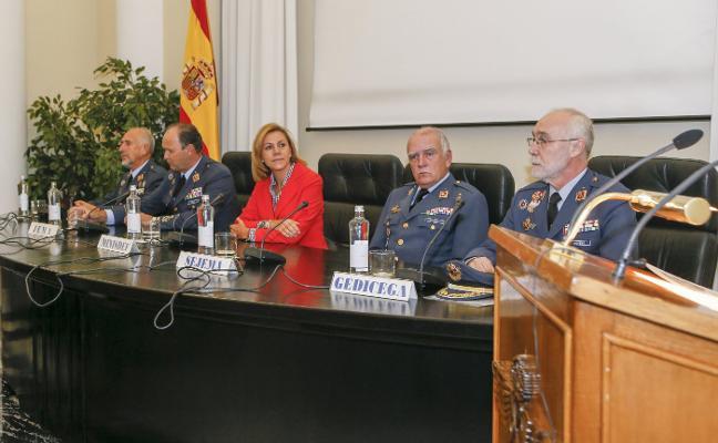 «El estamento militar contribuye a salvaguardar los valores de la sociedad»