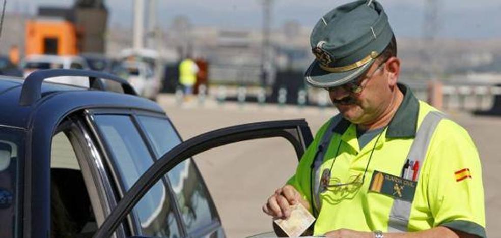 La campaña de control en las carreteras secundarias se salda con 5.587 vehículos controlados y 400 denuncias