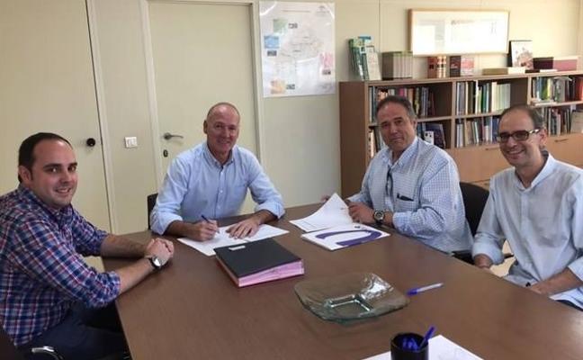 La Junta firma el contrato para redactar el proyecto de acceso norte de Almería, que estará listo en otoño de 2018