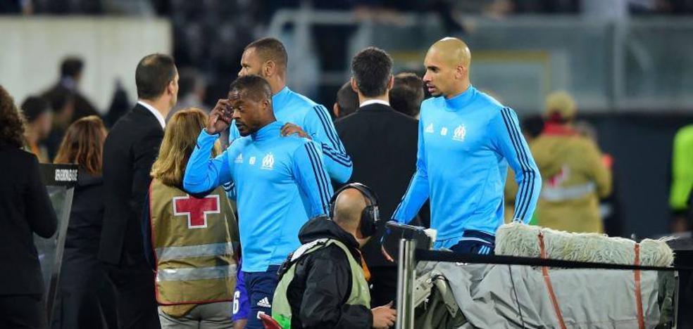 Evra, expulsado antes de empezar un partido por agredir a un hincha del Vitoria de Guimaraes