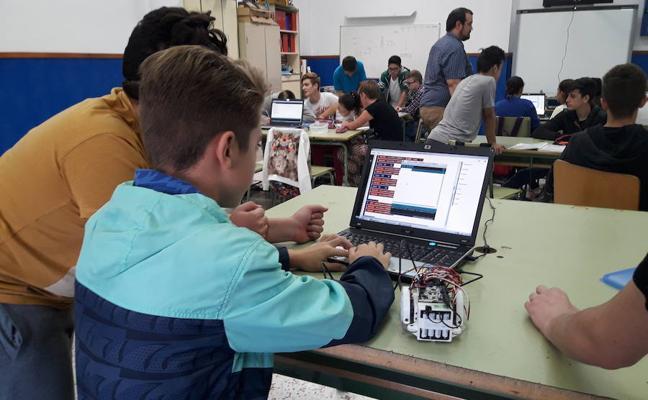 Una treintena de alumnos del IES 'Manuel de Góngora' de Tabernas participan en un taller de Robótica
