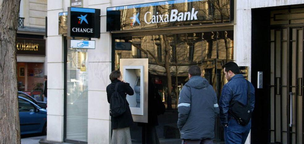 Caixabank y BBVA lideran la comercialización de planes de pensiones y fondos de inversión