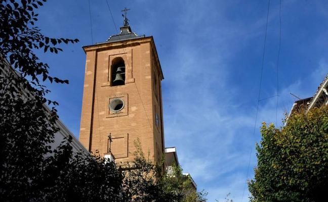 El párroco de Lanjarón organiza una cena benéfica para recaudar fondos para el arreglo del reloj de la torre de la iglesia