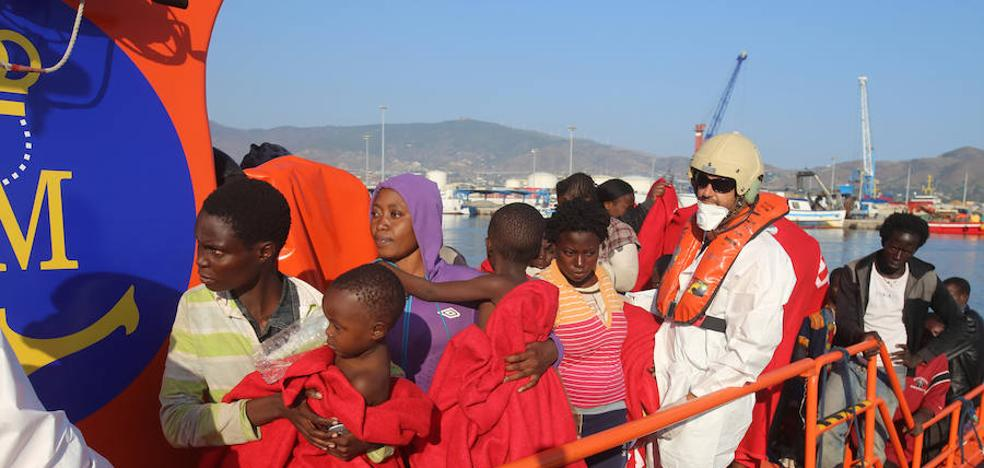 Rescatan a casi medio centenar de inmigrantes en tres pateras