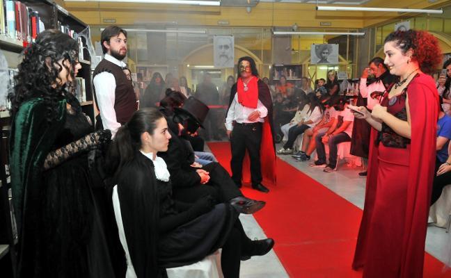 Jóvenes se acercan a la obra de Edgar Allan Poe a través de un juego de rol