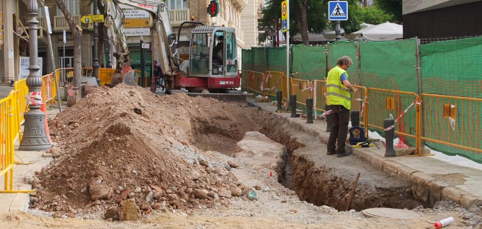 Hallan restos de la muralla de Jairán en el curso de unas obras junto a Puerta Purchena
