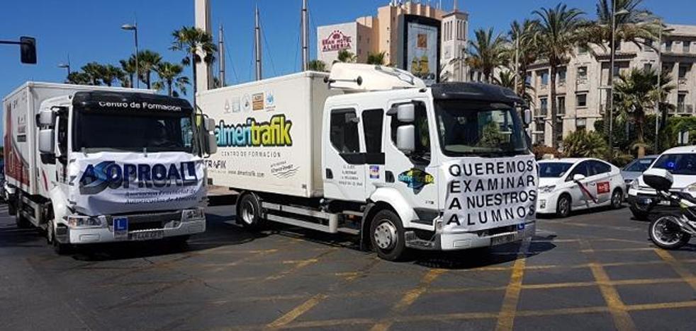 Los profesionales de las autoescuelas de Almería convocan una huelga de hambre ante el conflicto entre examinadores y DGT