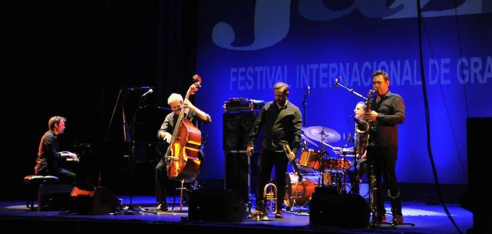 Kyle Eastwood dio un concierto memorable en el XXXVIII Festival Internacional de Jazz de Granada