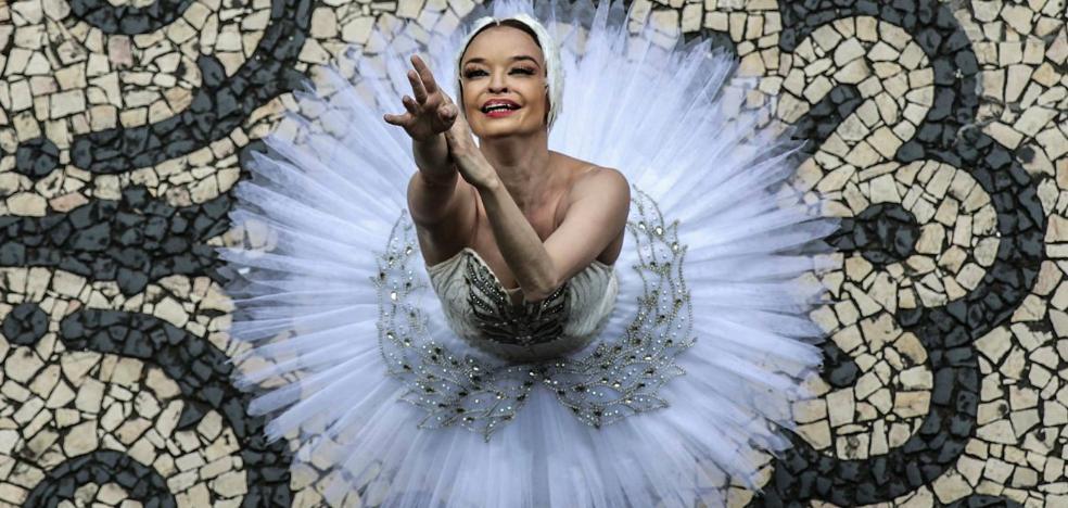 La inesperada protesta de una bailarina en plena actuación