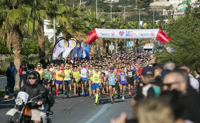 Pide matrimonio a su pareja mientras corre la media maratón de Motril