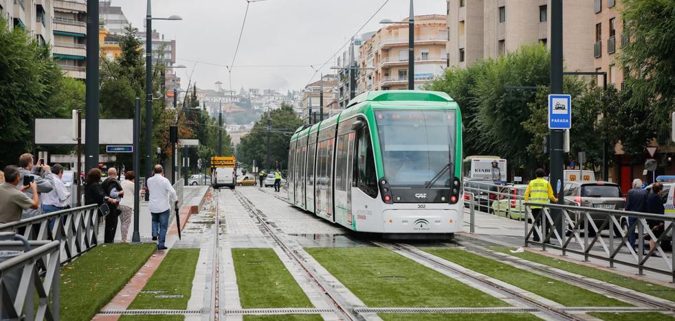 La apertura del Metro incrementa el uso de la tarjeta del Consorcio de Transportes de Granada con 20.000 títulos más