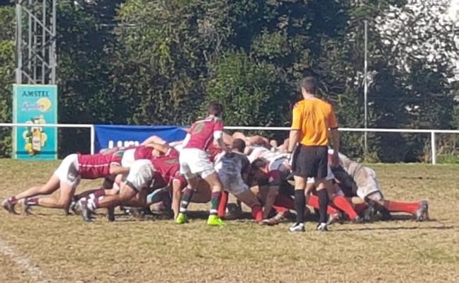 La primera victoria para Unión Rugby Almería se hace de rogar