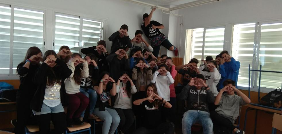 Jóvenes de Las Gabias aprenden con una 'youtuber' a prevenir la violencia machista en las redes
