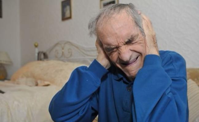 El calvario de un jubilado que escucha el himno de Inglaterra 1700 veces a la semana