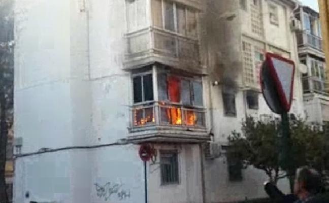 Un brasero encendido calcina una vivienda y deja cinco heridos leves