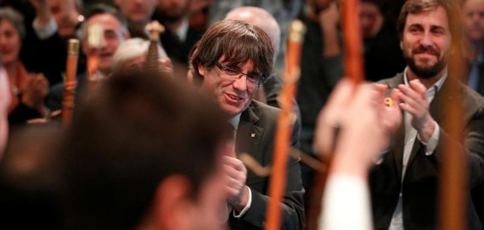 Puigdemont, a la UE: «¿Van a continuar ayudando a Rajoy en este golpe de Estado?»