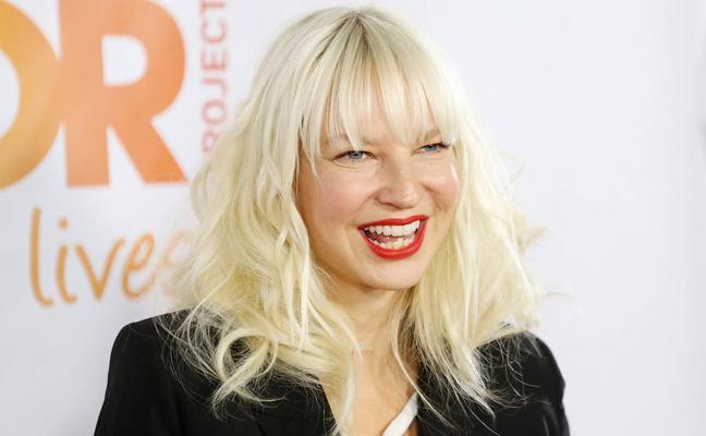 Sia publica una foto suya desnuda para evitar que sea vendida