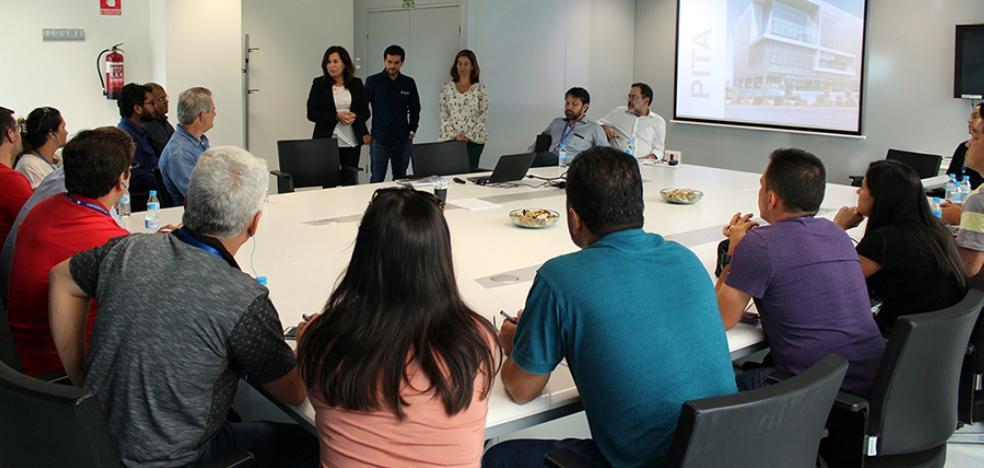 Profesionales brasileños interesados por la horticultura visitan el PITA