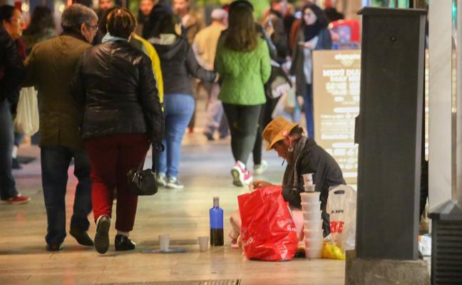 La llegada del frío sorprende a 200 'sintecho' viviendo en las calles de Granada