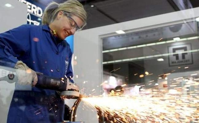 Las mujeres trabajan desde hoy 'gratis' en España