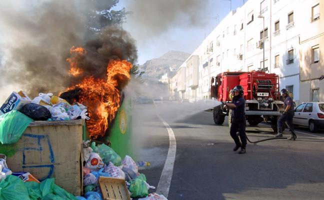 Le cazan incendiando el mismo contenedor cinco veces en Linares