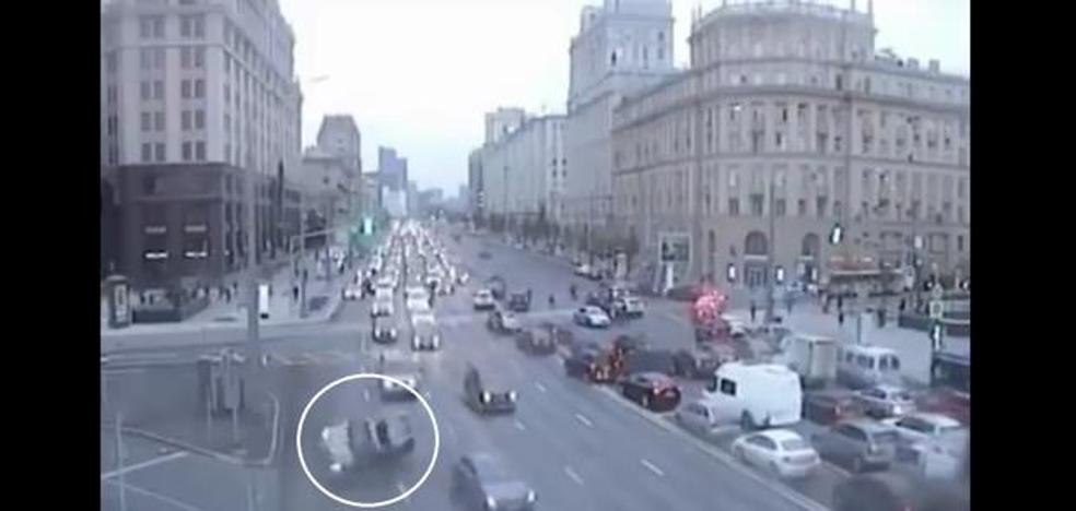 El accidente de tráfico más raro e inexplicable que hayas visto nunca