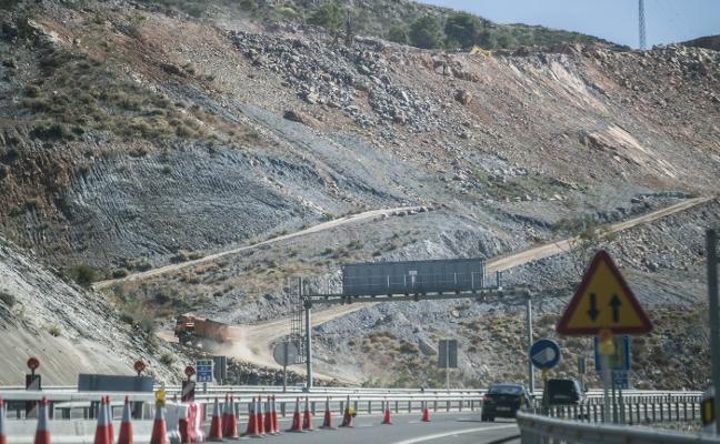 La dificultad de la montaña alarga dos meses más las obras para reparar el tramo roto de la A-7