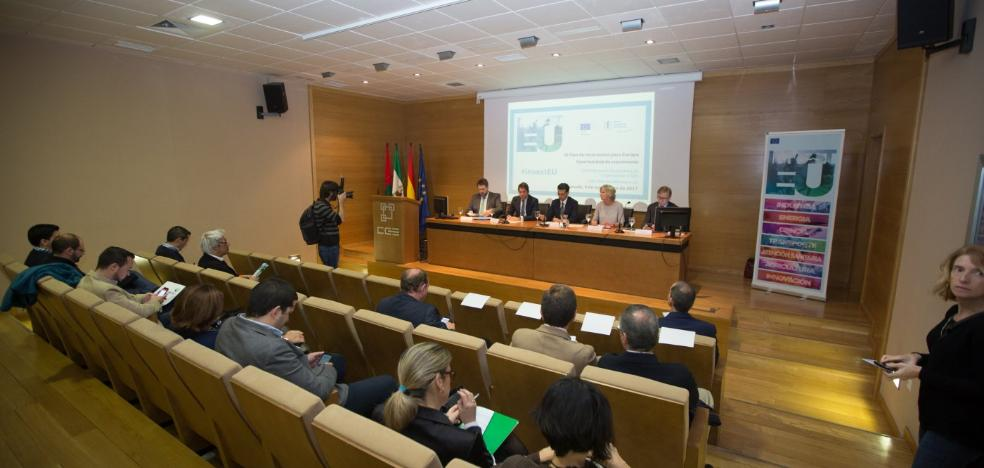 Europa reclama que el puerto esté unido con el Corredor Mediterráneo y se ofrece a colaborar
