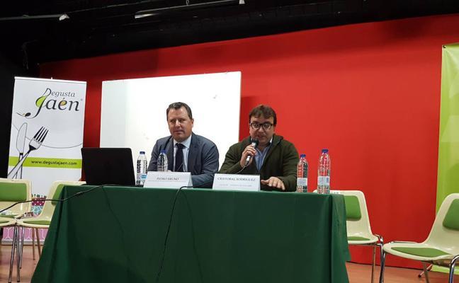 Medio centenar de agriculotores de Castillo y su comarca debaten sobre el futuro del cultivo de la cereza