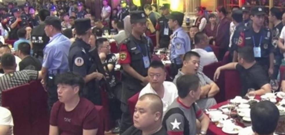 La policía china irrumpe en un banquete de boda y detiene a 140 presuntos mafiosos