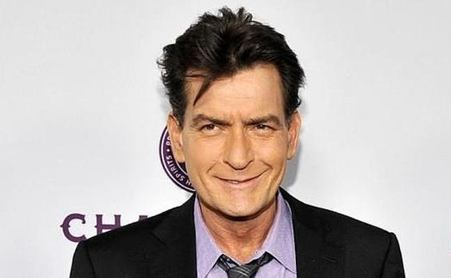 Acusan a Charlie Sheen de haber violado al actor Corey Haim en 1986