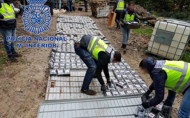 Tres detenidos en Granada en la intervención de uno de los mayores alijos de cocaína en España