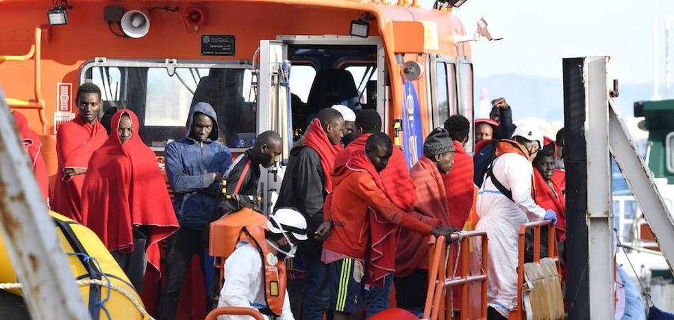 Rescatada una patera con 56 personas, entre ellas, siete mujeres y un niño