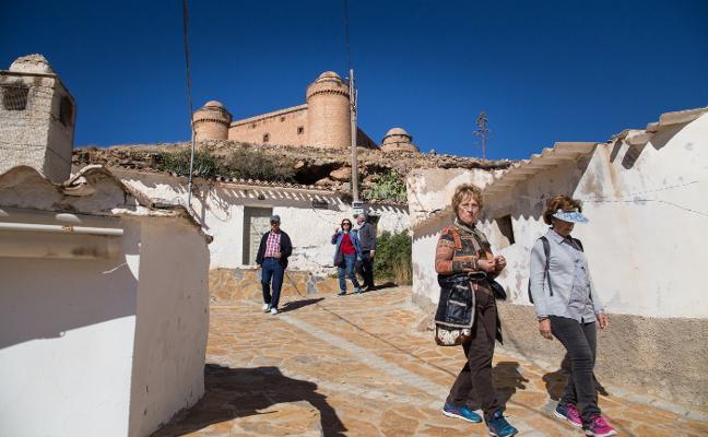Un castillo de espaldas a La Calahorra