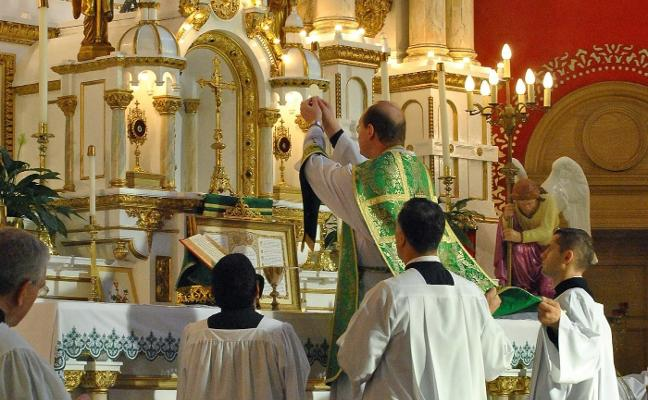 Se cumplen diez años del regreso de la misa en latín y la ofrecen 25 ciudades españolas