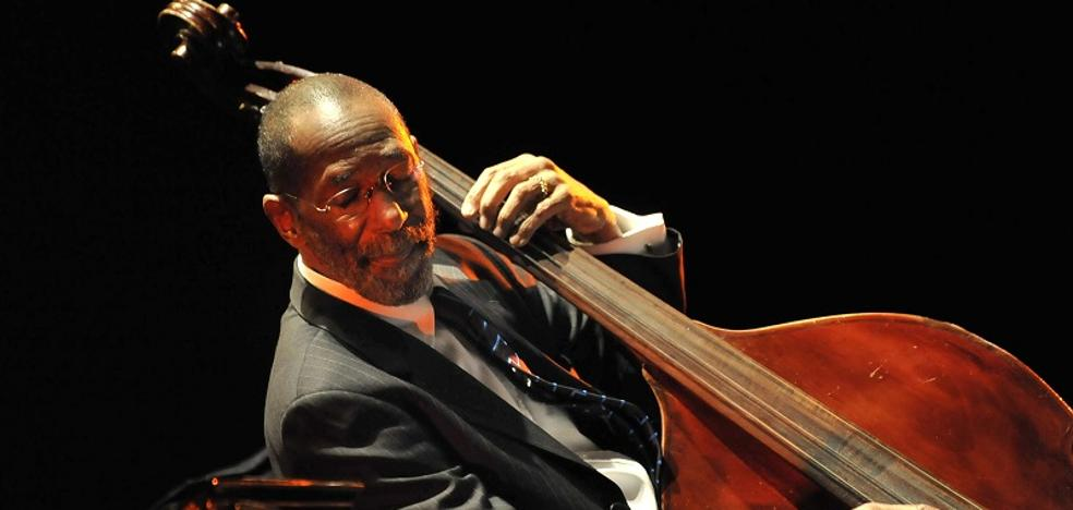 Ron Carter, un gigante del jazz homenajeado en el Festival de Granada