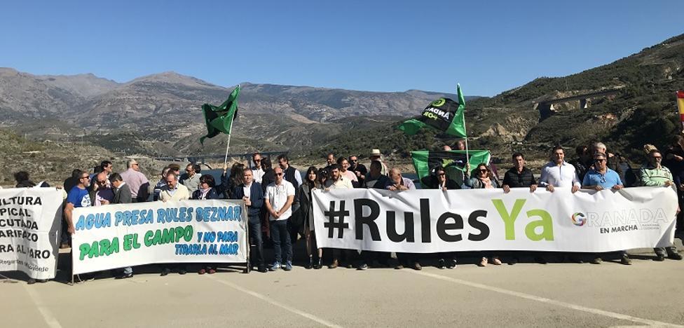 Agricultores de Almuñecar se plantan en Rules para clamar por las canalizaciones