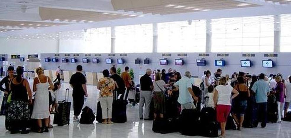 El aeropuerto de Almería termina octubre con 91.239 pasajeros, un 11,7% más que en 2016