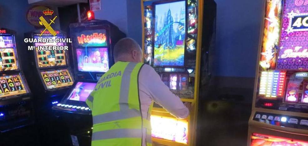Robaron 1.500 euros manipulando tragaperras en locales del Levante