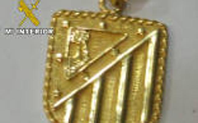 El escudo del Atlético de Madrid que llevó hasta un robo en Guarromán