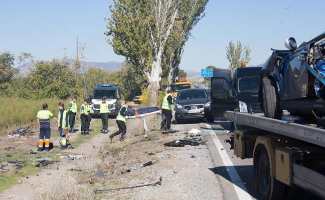 Crespones negros en los taxis de Granada en señal de duelo por el accidente mortal de Santa Fe