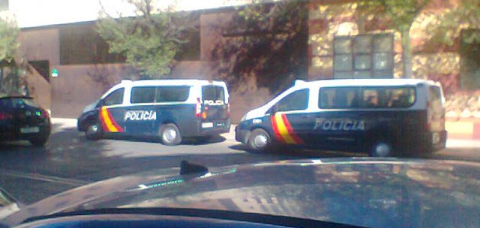 Detenidos tres chicos por agredir a la Policía en los juzgados de Menores