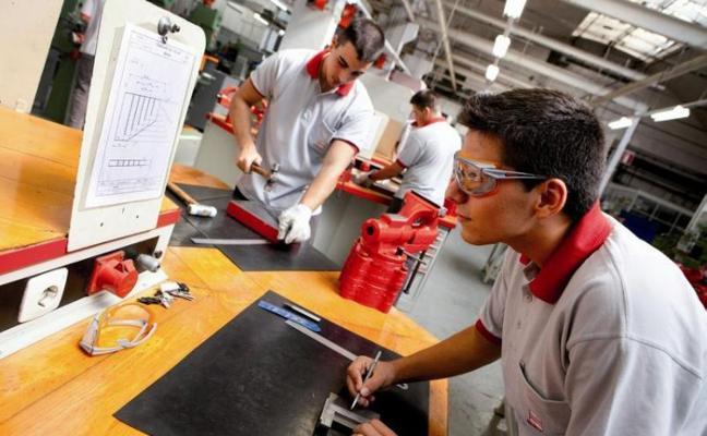 Los niveles de inserción laboral de la FP DUAL siguen creciendo hasta el 80%