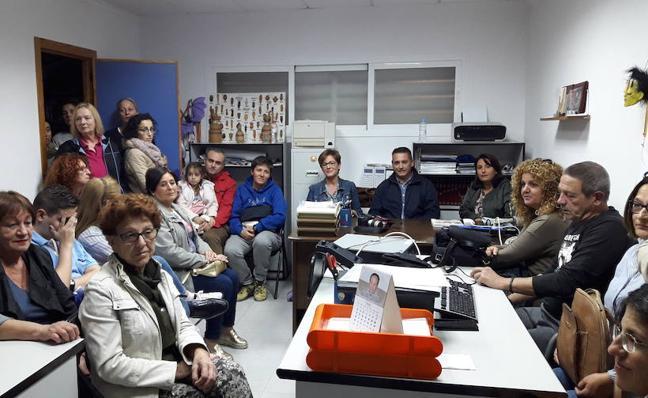 El PSOE denuncia que el PP prometió pistas deportivas en Costacabana donde ahora van a ir huertos urbanos
