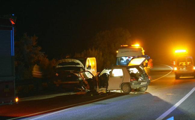 Un muerto y tres heridos en una colisión frontal en Alhama de Granada